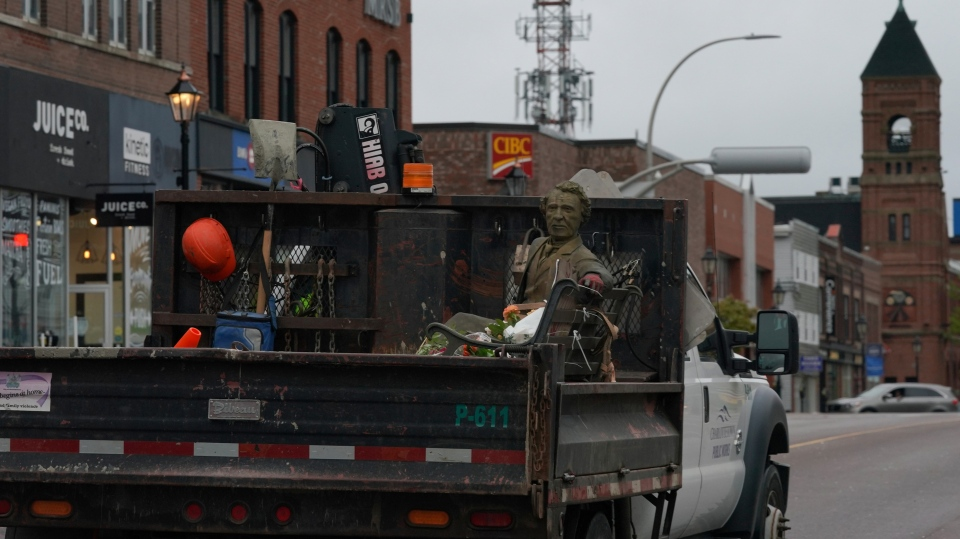 Sir John A. Macdonald statue removed in Charlottetown after city council vote